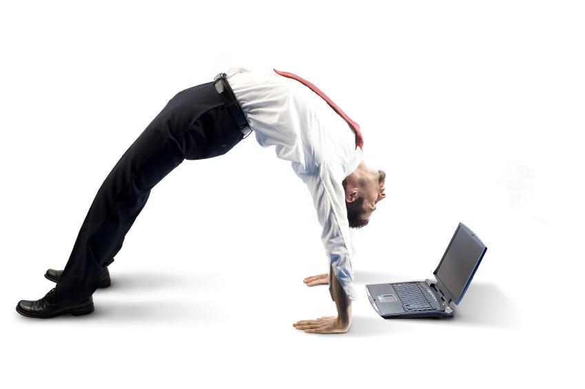 Bend over backwards (Деловые английские идиомы)