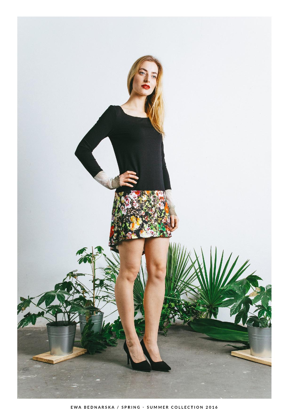sukienka czarno-kwiatowa