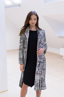 płaszcz biało-czarny