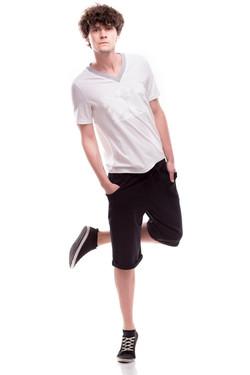 T-shirt i czarne szorty