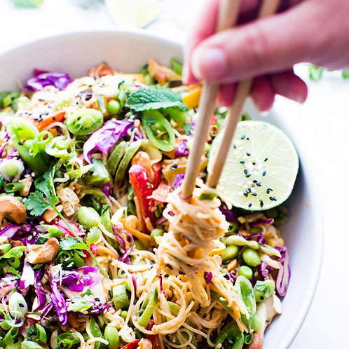 CRUNCHY ASIAN NOODLE SALAD WITH PEANUTS - FOR 4 PEOPLE