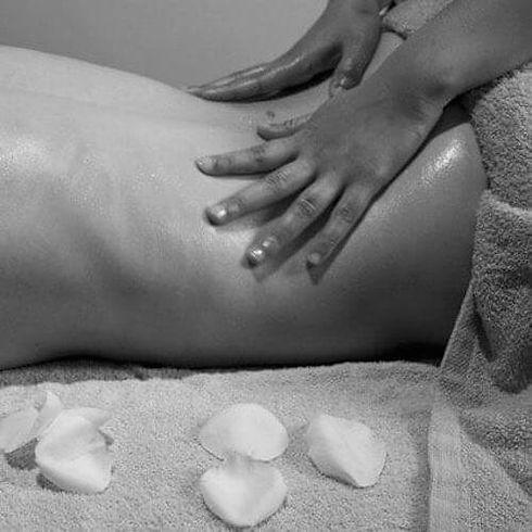 Massage tantra femme.jpg
