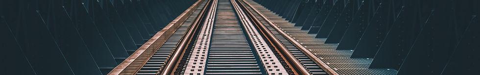 railway-4061241_1920_edited.jpg