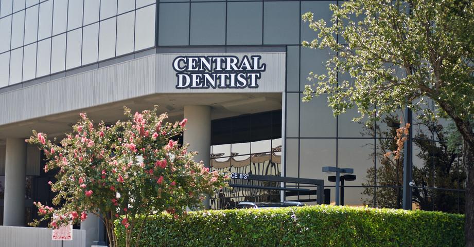 central-dentist-outside-of-office.jpeg