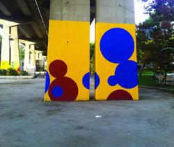 Peinture sur piles d'autoroute place Arzial