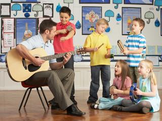 Aprender música estimula seu cérebro e enche sua alma de criatividade.