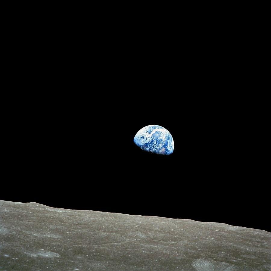 Earthrise111