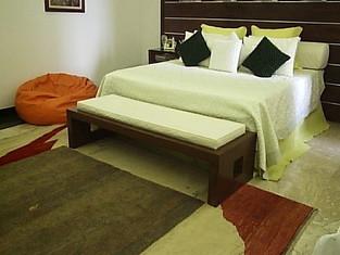 Projeto para reforma de apartamento com aproximadamente  300 m², localizado na praia de Copacabana. O Apartamento possui quatro quartos, sendo duas suítes, sala de estar, jantar, copa, cozinha, escritório, sala íntima, e varanda generosa, sendo um apartamento por andar.  Suíte do casal.