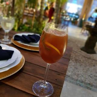 Sextou e um espresso gin tônica, com a r