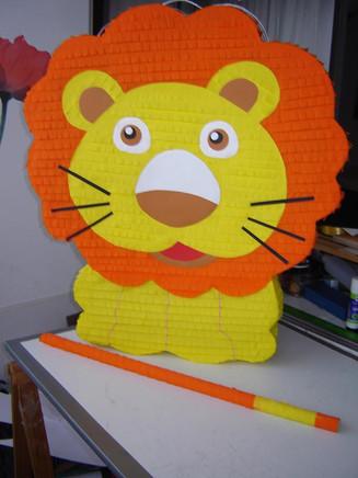 Piñata Leon