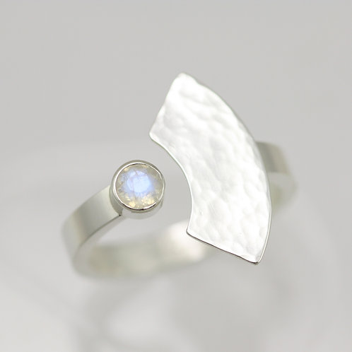 Hammered Split Ring with Stone in Sterling Silver