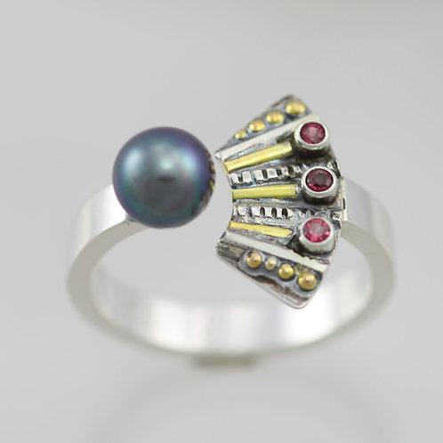 Striped Totem with 3 Stones Split Ring with Tahitian Pearl & Rhodolite Garnet