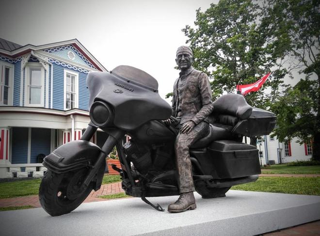 dr-heilman-statuejpg