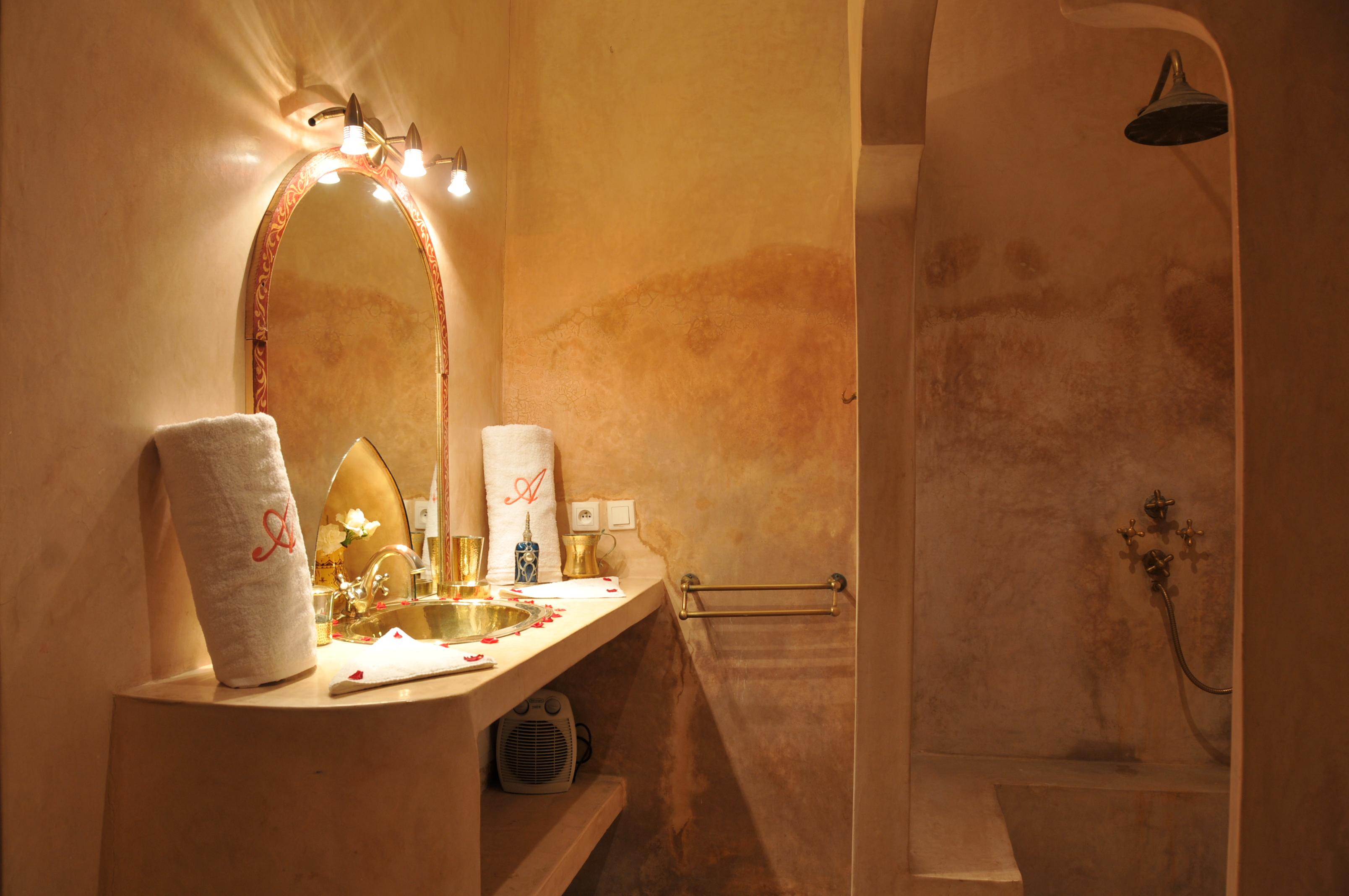 salle de bain abricot