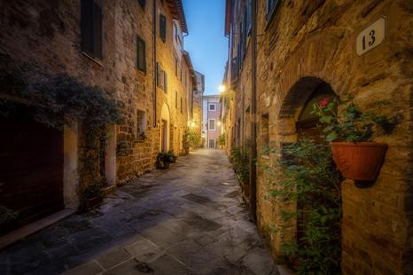večer v toskánskych uličkách