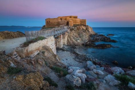 Le fort du Pradeau vo večernom svetle