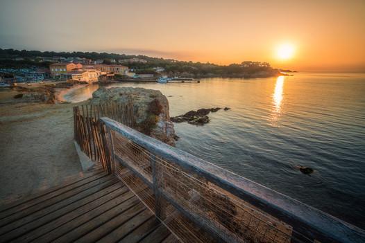prístav Hyères v rannom svetle