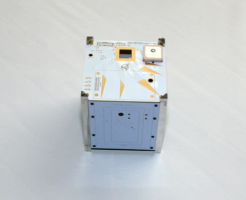 GCA01 Compact GNSS Active Patch Antenna on board LINTU-1 In development
