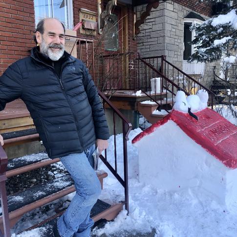 'SNOOPY' SNOW SCULPTURE OUTSIDE AHUNTSIC HOME (JANUARY 19 2021)