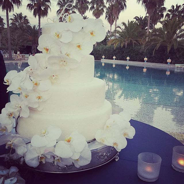 #aboutyesterdaynight #weddingday #thecake #weddingplanner #inspirationwedding #weddingflowers _savoy
