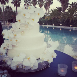 #aboutyesterdaynight #weddingday #thecake #weddingplanner #inspirationwedding #weddingflowers _savoy