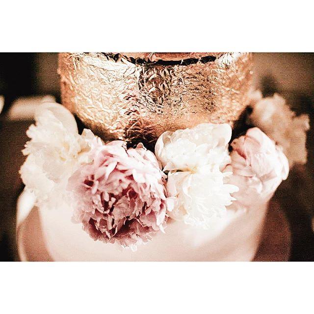 Dettagli di una storia d'amore__Details of a love story!__#pinkandgoldwedding_#weddingluxury #weddin