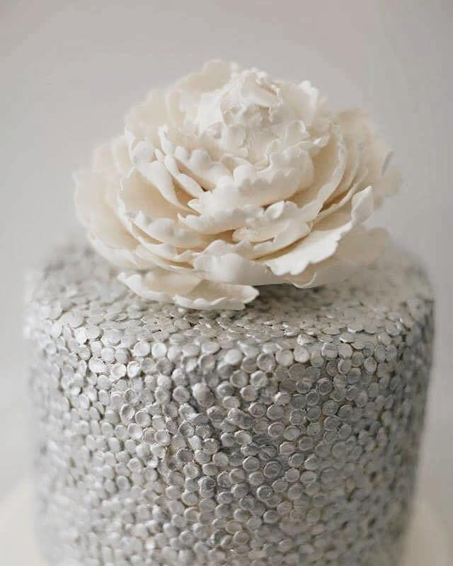 Una delle mie preferite! _White and silver cake per uno sweet table realizzato per una delle nostre
