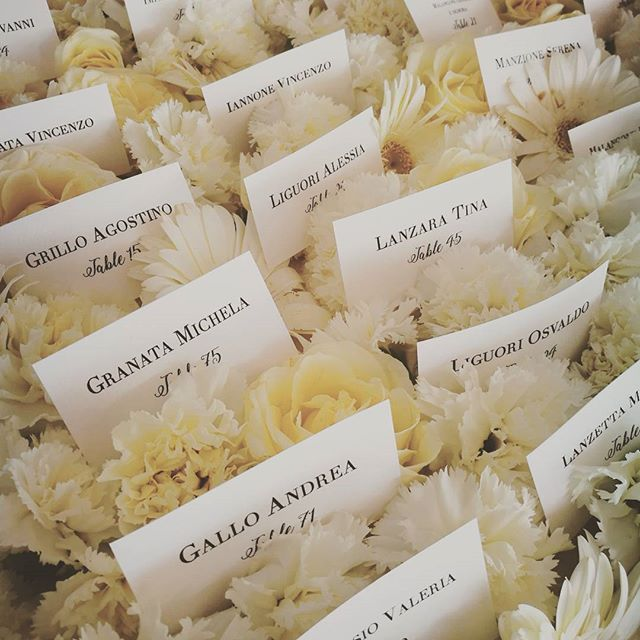 #tableau #seatingcards #weddingday #weddingplanner #freshflowers