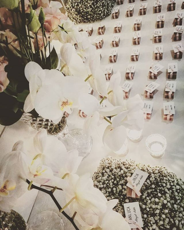 Details ! #weddingday #takeyourseat #weddinginitaly