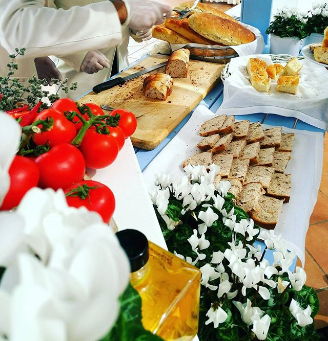 #breadbar #weddingday #party #wedding #bread #buffet #weddingdecoration #weddinginitaly #weddingflow