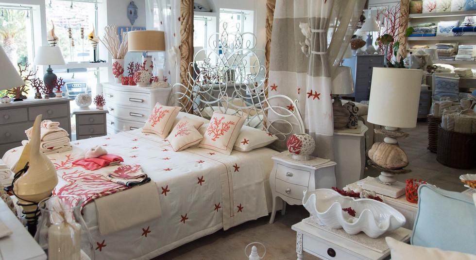 sfondo negozio con letto.jpg