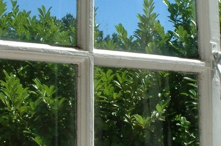 SHOULD YOU REPAIR OR REPLACE OLD WINDOWS IN YOUR HOME?