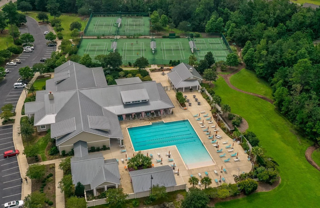 Pool, tennis, fitness center.png