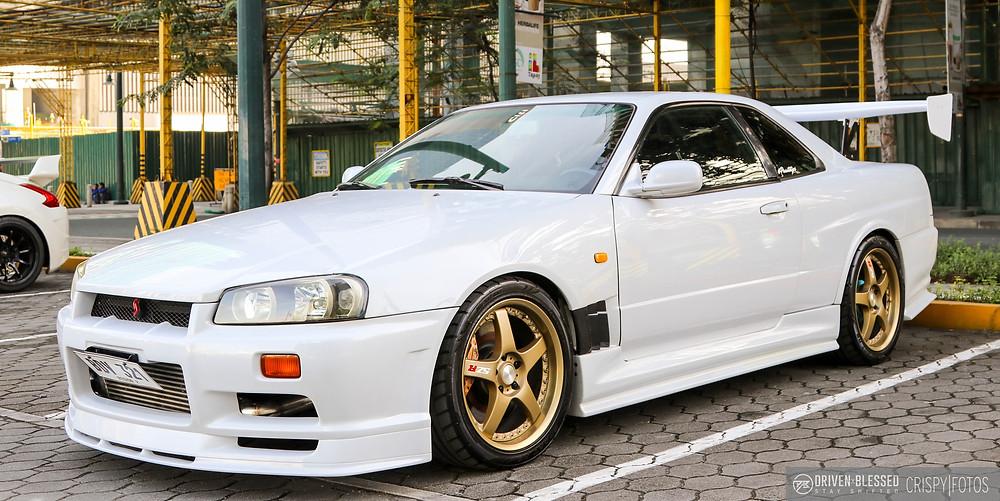 Nissan Skyline R34 GTR driver side profile