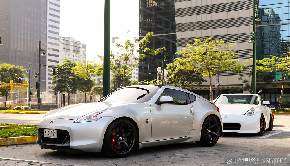 Nissan 370Z silver rolling out
