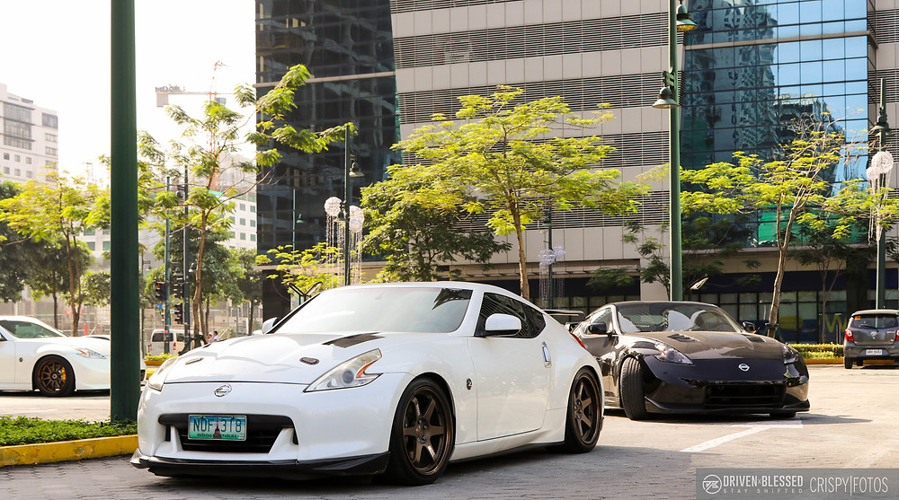Nissan 370Z white rolling out (2)