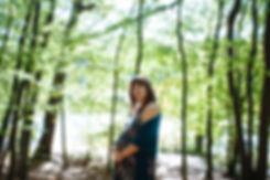 Séance grossesse au bord de l'étang dans la foret de meudon
