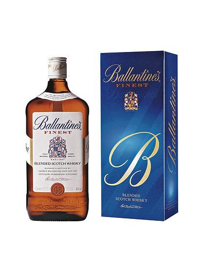Whisky Ballantine's Finest con estuche azul.