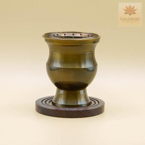 Grand encensoir en bronze vieilli et socle en bois.