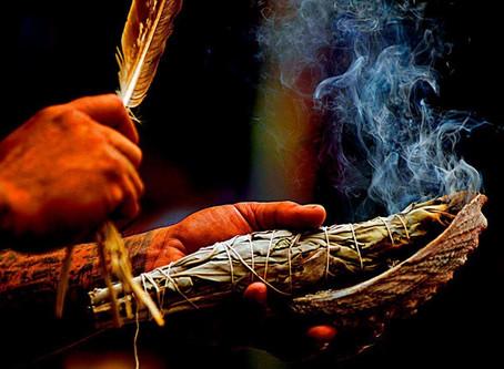 Comment purifier une maison par la fumée