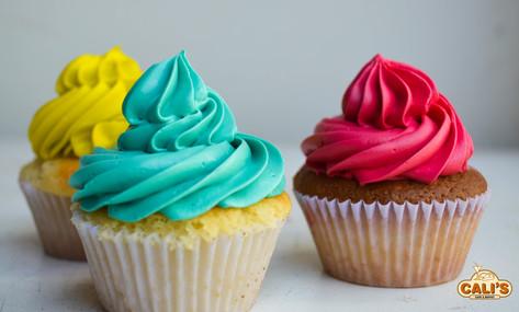Cupcake  com chantlly colorido