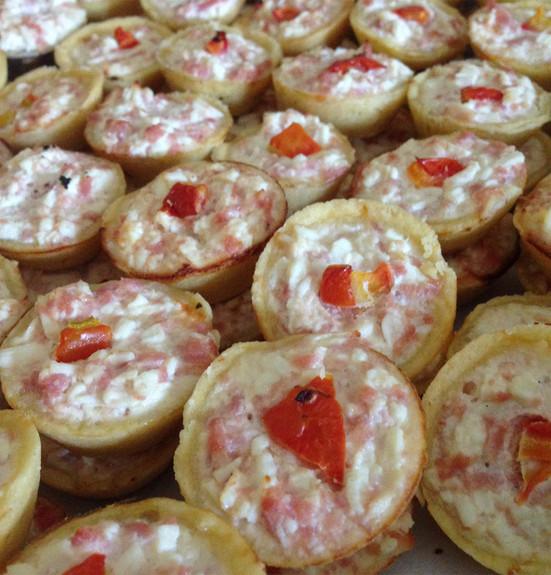 mini quiche de presunto e tomate