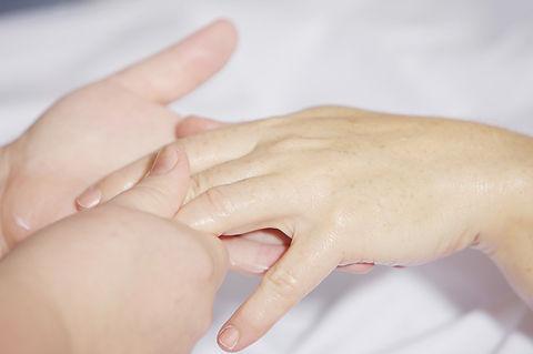 hand-massage-2133272_1920.jpg