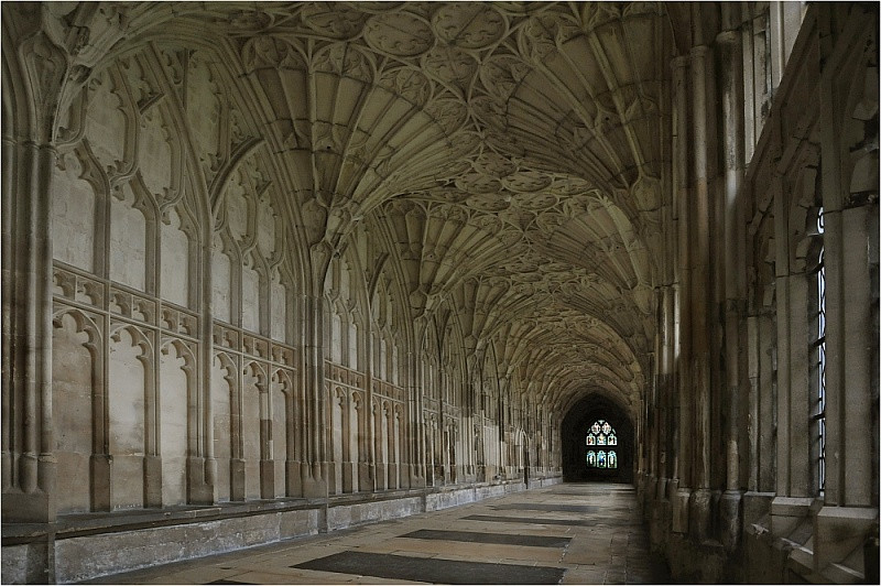 gloucester_cathedral_2008.jpg