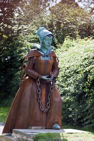 Alice_Nutter_Statue.tif-427x640.jpg