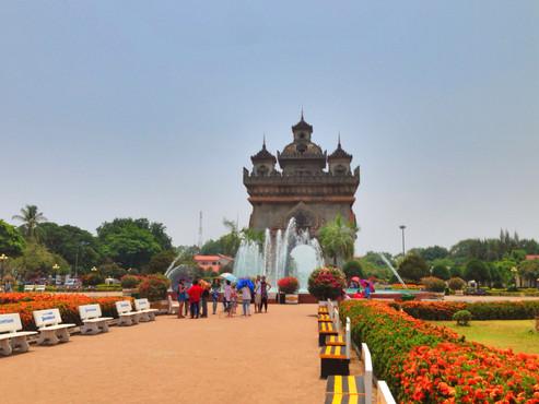 INFO:  Top Sights In Vientiane, Laos (Patuxai, Pha That Luang, Buddha Park / Xieng Khuan)