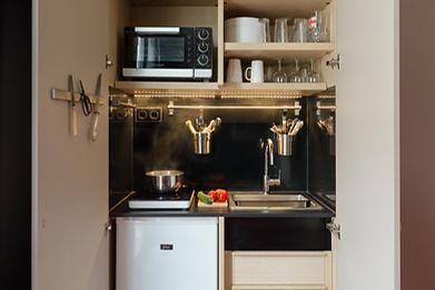 Mini cuisine intégrée dans un placard