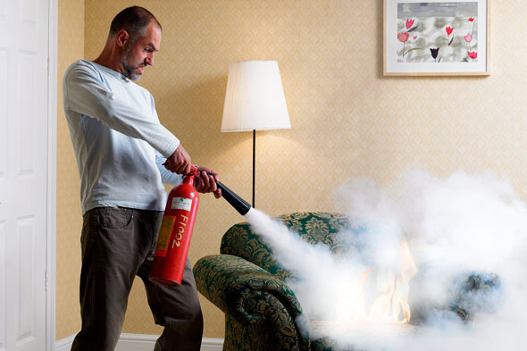 5 Buenas razones para tener                    un extintor en casa