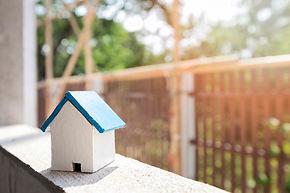 modelo-casa-marco-ventana-sitio-construc