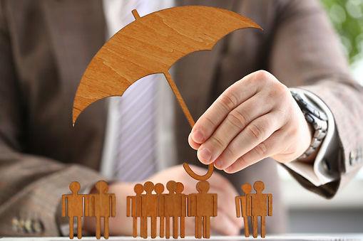 empresario-tiene-paraguas-madera-mano_15